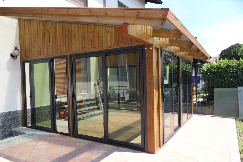 Veranda in legno con copertura policarbonato